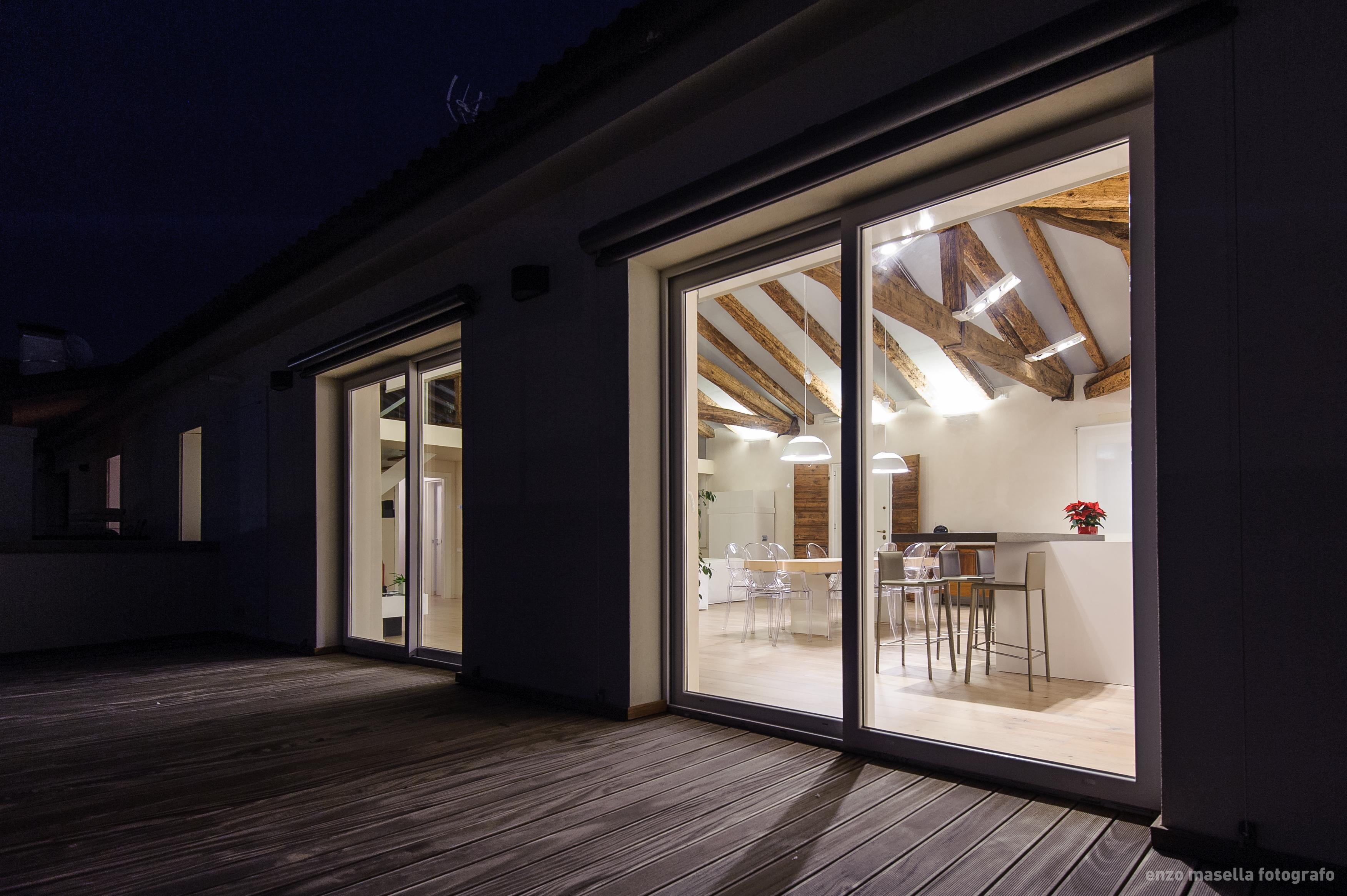 Loft f attico interni for Arredamento attico